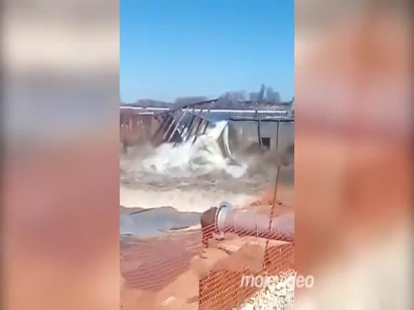 Hráz nevydržela nápor vody