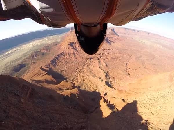 Ve wingsuitu rychlostí 160 km/h!