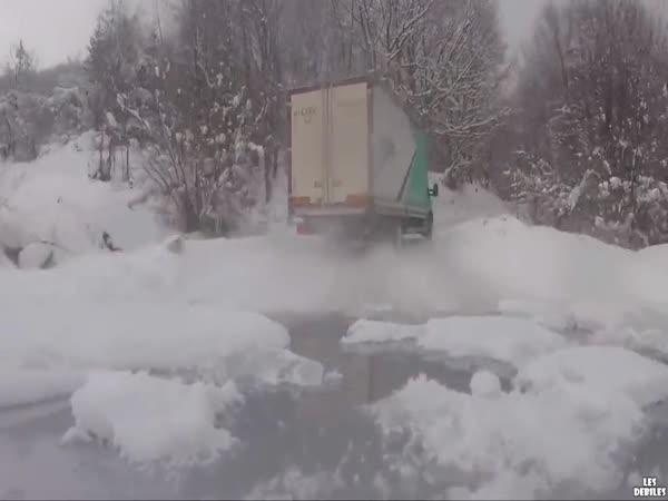 Driftování s nákladním autem
