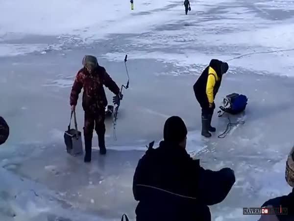 Rozlomený led v Rusku