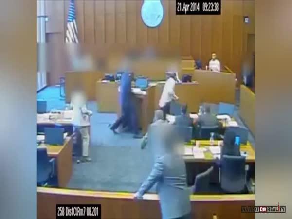 Zastřelení v soudní síni