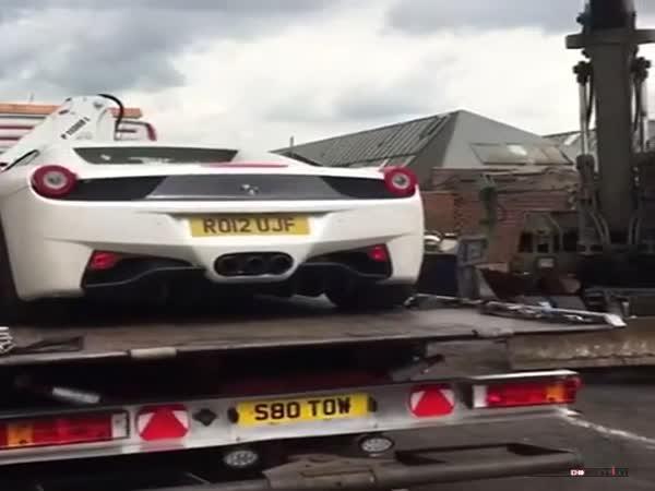 Zničení Ferrari 458
