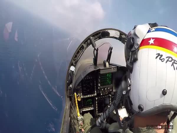 Přistání s F/A-18F