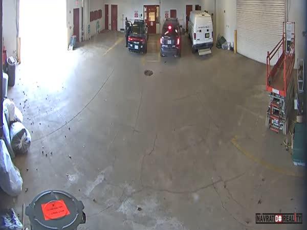 Útěk vězně z garáže