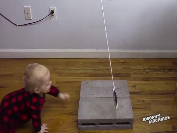 Rube Goldbergův stroj na moučník