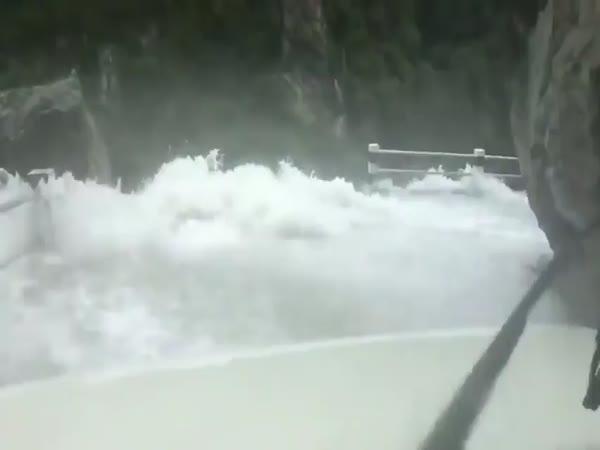 Když se silnice promění ve vodopád
