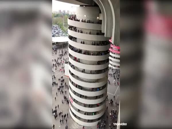 Spirálové schody za pohybu