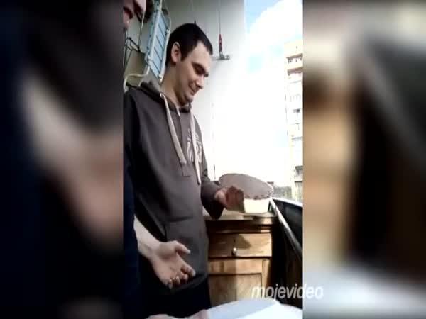 Rusové zkoušejí tvrdost hlavy