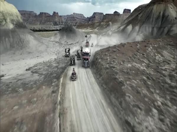 Paintballová bitva ve stylu Mad Max