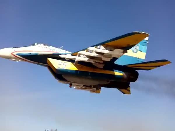 Nízký přelet MiG-29 (Ukrajina)