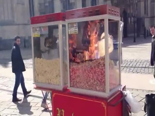 Spálený popcorn