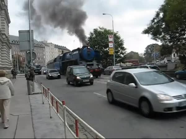 Vlak v ulicích Brna