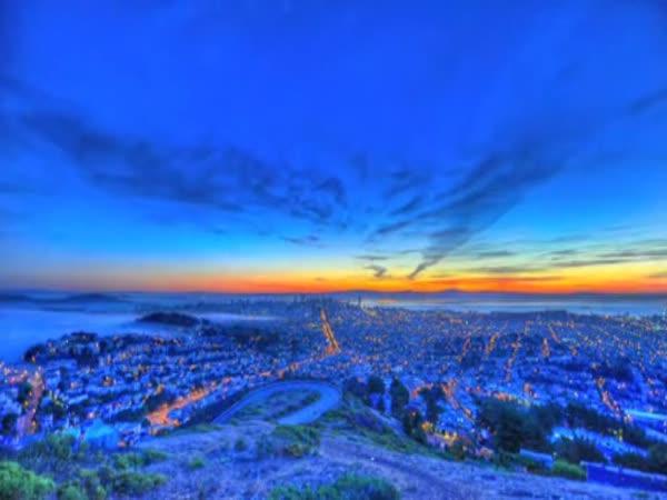 Východ slunce nad San Franciscem