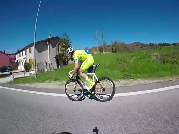 Cyklista s aerodynamikou