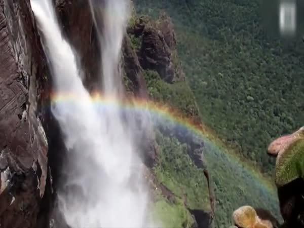 Seskočil z nejvyšších vodopádů světa