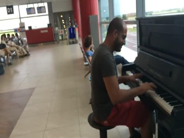 Pro Elišku na pražském letišti