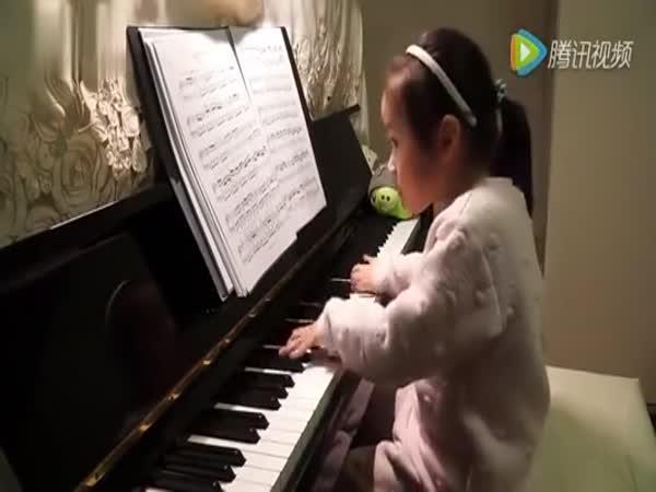 5letá mimořádně nadaná klavíristka