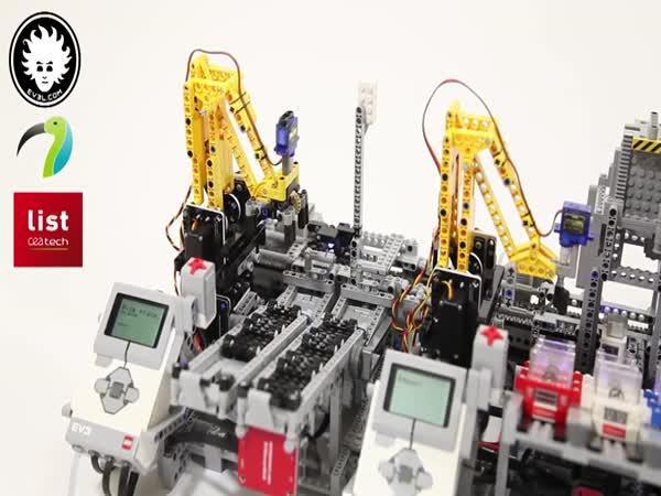 Když si tvé LEGO staví LEGO