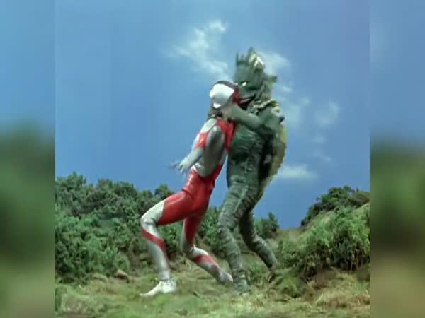 Není nic, co by nevyřešil Ultraman