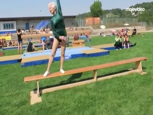 92letá aktivní gymnastka