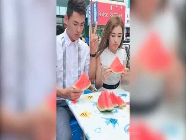 Kdo sní první meloun?