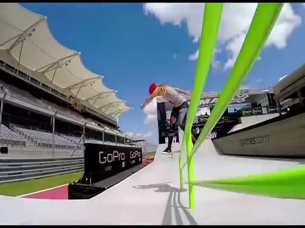 Brazilka miluje skateboarding!