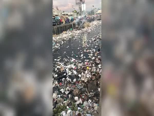 Tuny odpadu ve vodě!