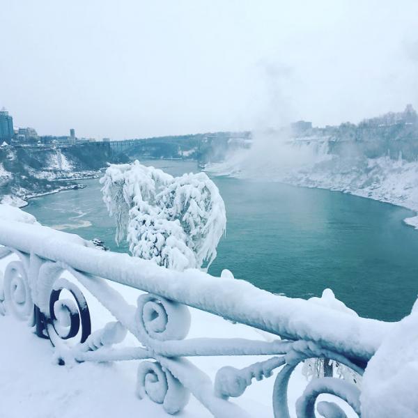 GALERIE - Niagarské vodopády pokryté ledem