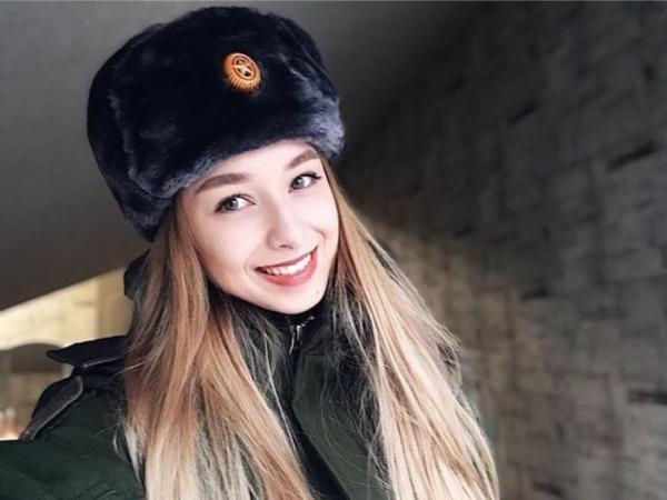 GALERIE - Nádherné Rusky v uniformě #1