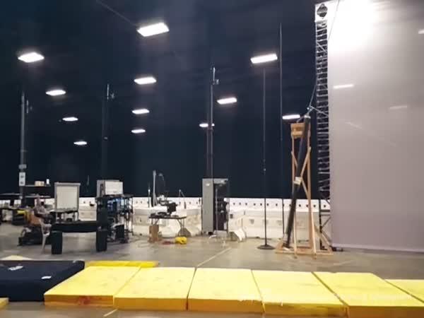 Robot kaskadér