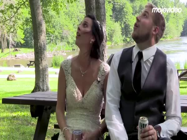 Novomanželům to vydrží