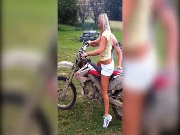Poprvé vyzkoušela motorku