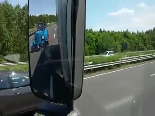 Traktorista na dálnici