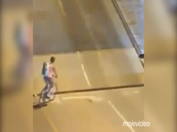 Idiot na kole (Darwinova cena)