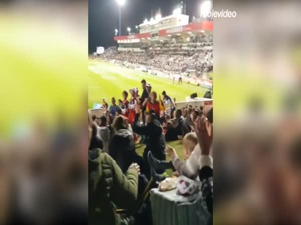 Pozor, letí míč!