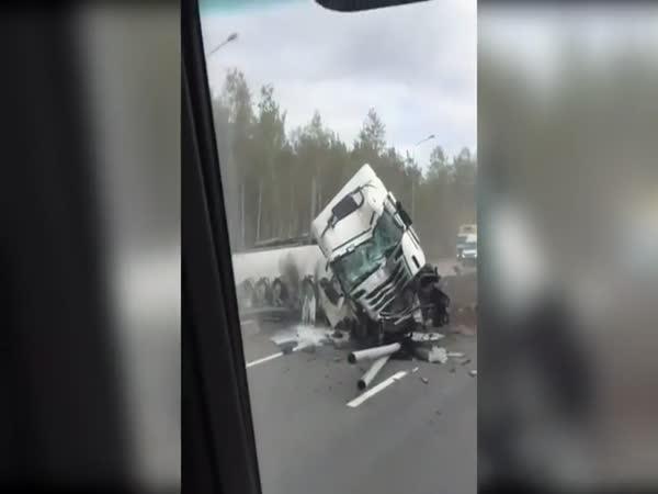 Hrozivá nehoda kamionu