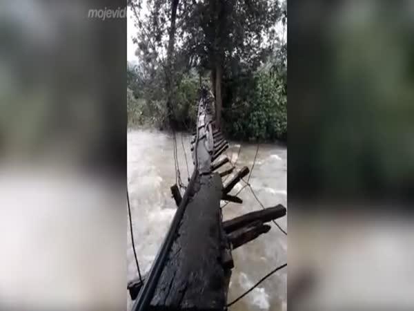 Odvážil by ses projít po tomto mostě?
