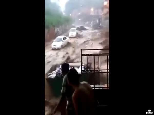 Povodeň v ulicích Caracasu