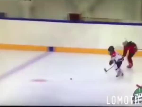 Tak ten to s hokejkou opravdu umí!