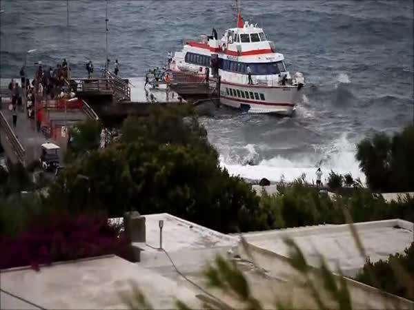 Havárie trajektu na sicilském ostrově