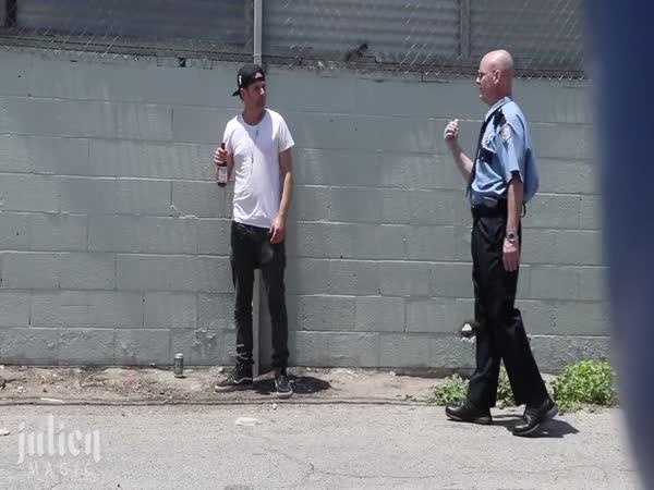 Kouzelník totálně vytrollí policajta!