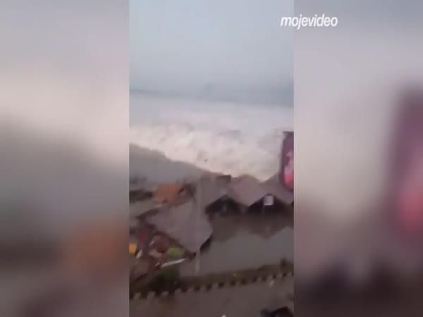 Tsunami si vyžádalo 400 obětí