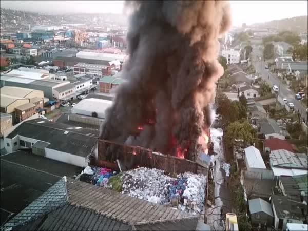 Textilní fabrika hořela jako pochodeň