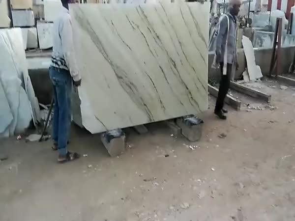 Vláčejí na zádech těžké váhy