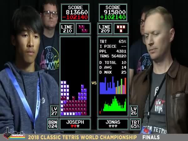 Nejlepší hráč tetrisu na světě