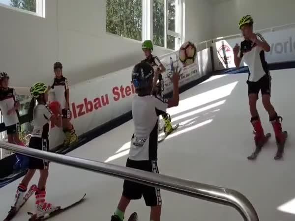 Trénink mladých lyžarů