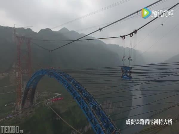 Výstavba obloukových mostů v Číně