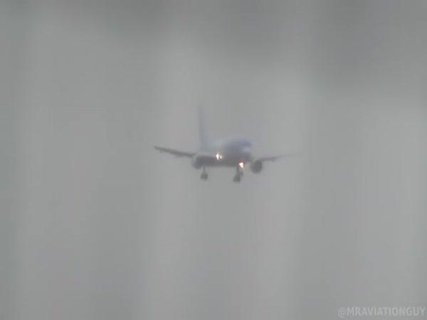 Přistávání letadla při silném bočním větru