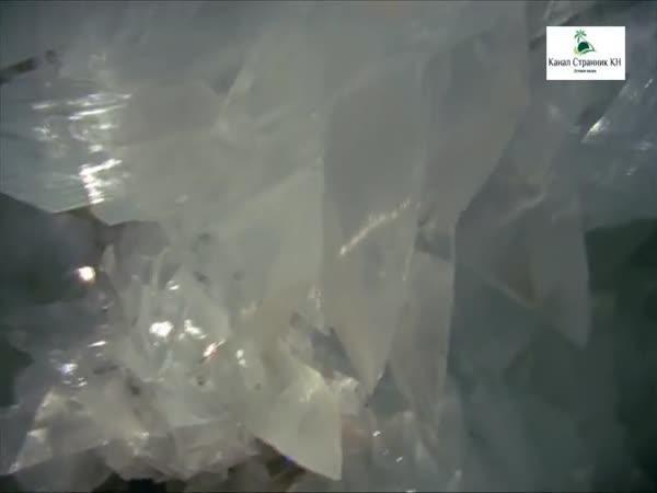 Jeskyně plná obrovských krystalů