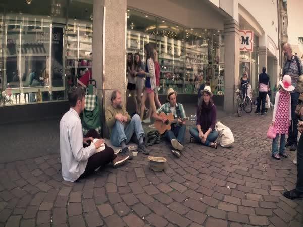 3 študáci vydělávají pro bezdomovce